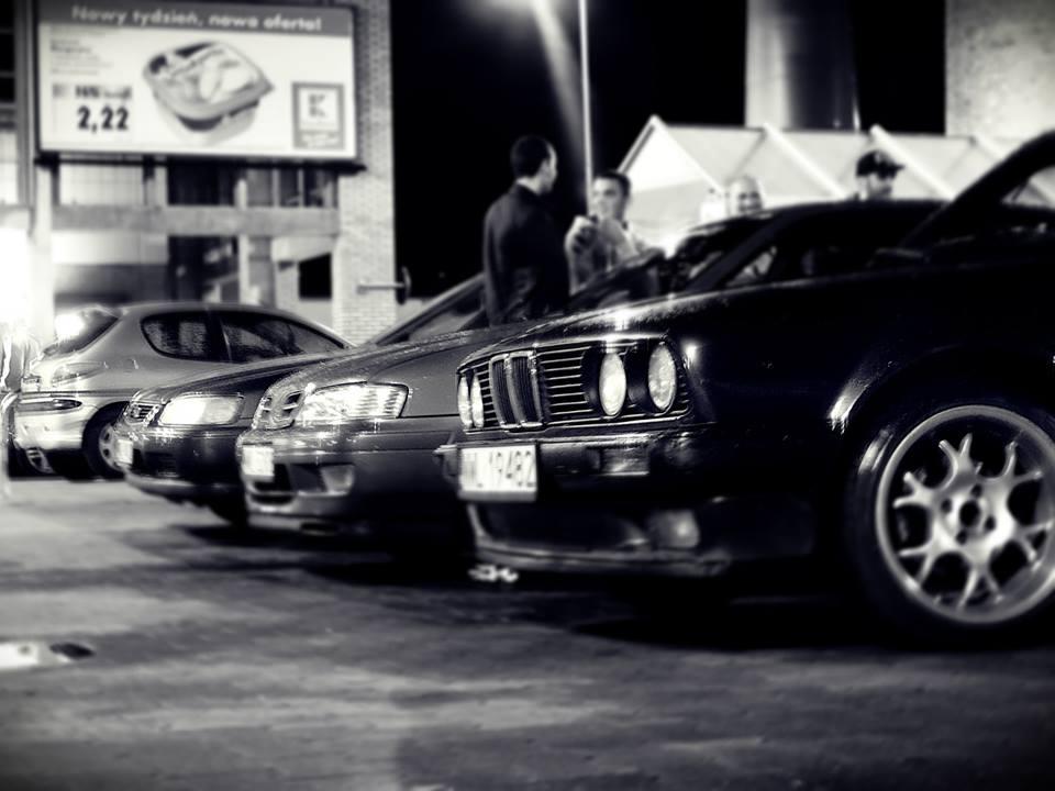 Nocna jazda samochodem bez celu