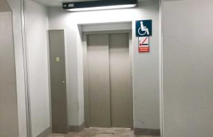 Uwięziony w windzie
