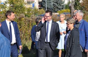 Minister zdziwiony rampą zamiast przejścia