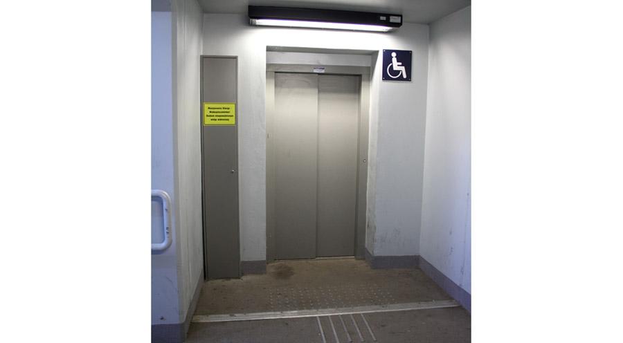 Posiedzisz w windzie