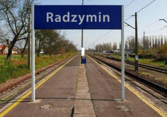 Pociąg, stacja i parking