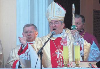 Watykan ukarał gminy czekają